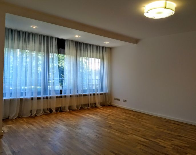 Elegant and spacious apartment in exclusive boutique building | CP739962