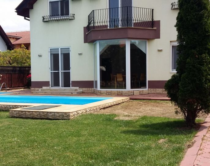 Villa with a pool located in a gated community on Iancu Nicolae | CP363675