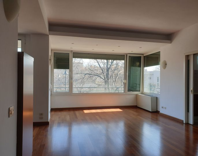 Spacious apartment with terrace, also suitable for office space! | CP890765