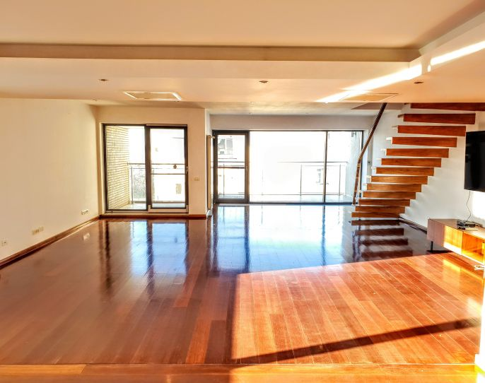 Spacious and light-filled penthouse with stunning view! | CP890779